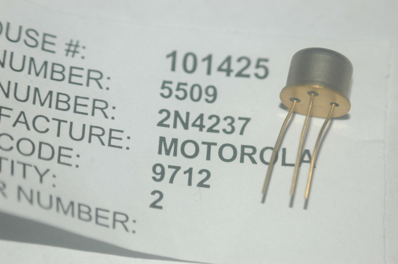 Motorola 2n4237 Bipolar Junction Transistor Npn Type To 5 New Lot Kinds Of Transistors Are I Ii Pnp Quantity 2 1 1only Available See More