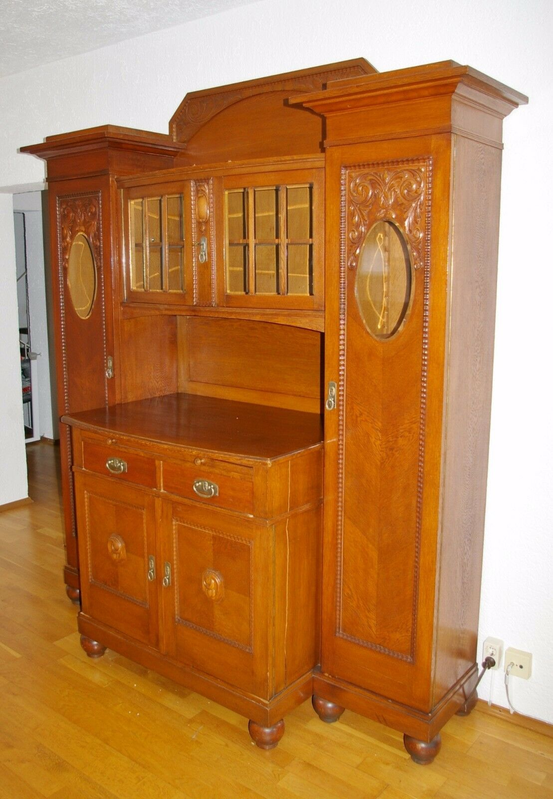 turm buffet kredenz schrank aus eichen holz ca 1920 eur 790 00 picclick de. Black Bedroom Furniture Sets. Home Design Ideas