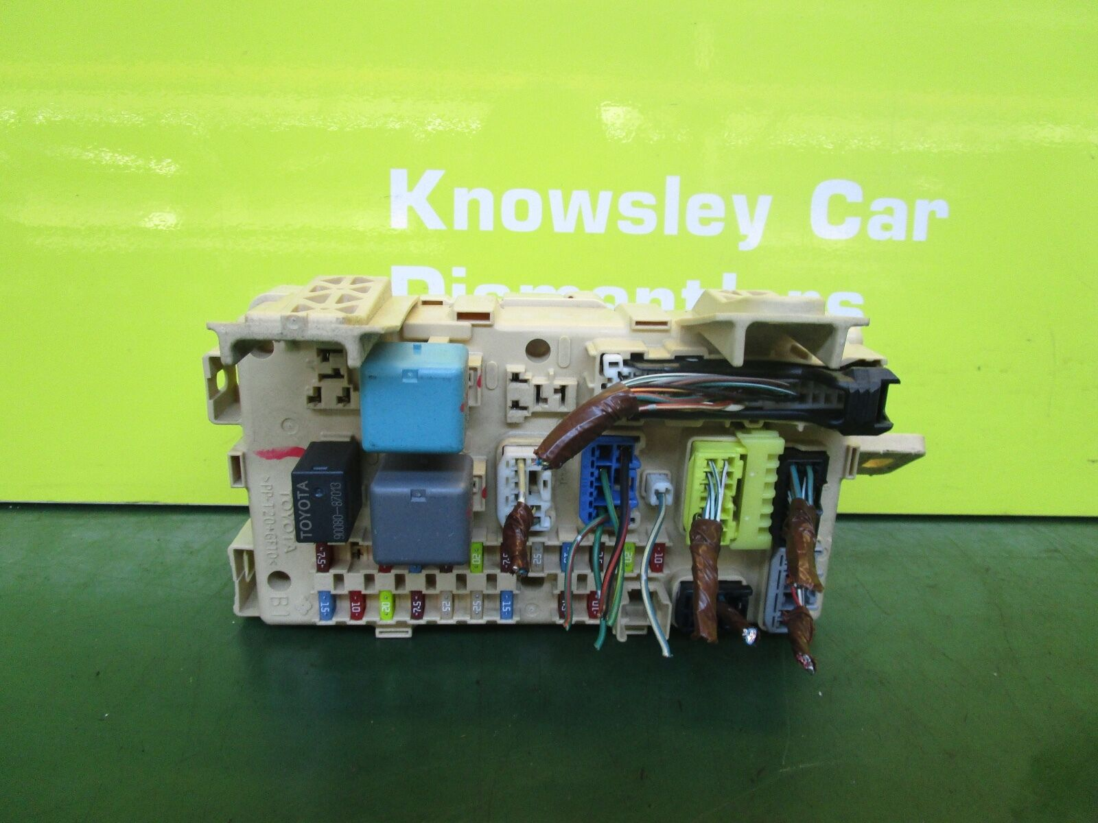 Toyota Avensis Mk2 T3 S 03 08 18 Petrol Fuse Box 82641 Ca020 F 1 Of 3only Available