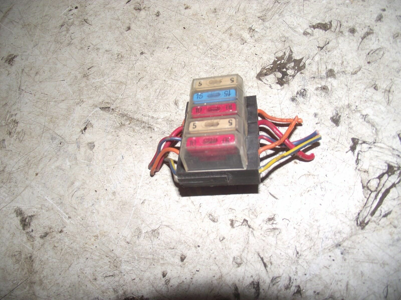 Daihatsu Fourtrak 2.8 Diesel 1994 Fuse Block 1 of 1Only 1 available ...