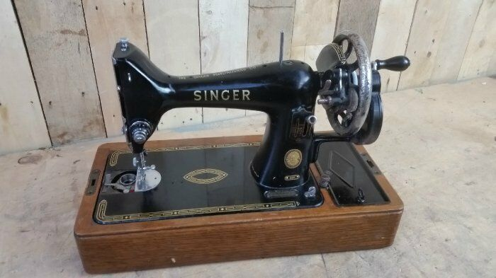 Retro Vintage 1956 Semi Industrial Singer 99K Sewing Machine - Hand Crank