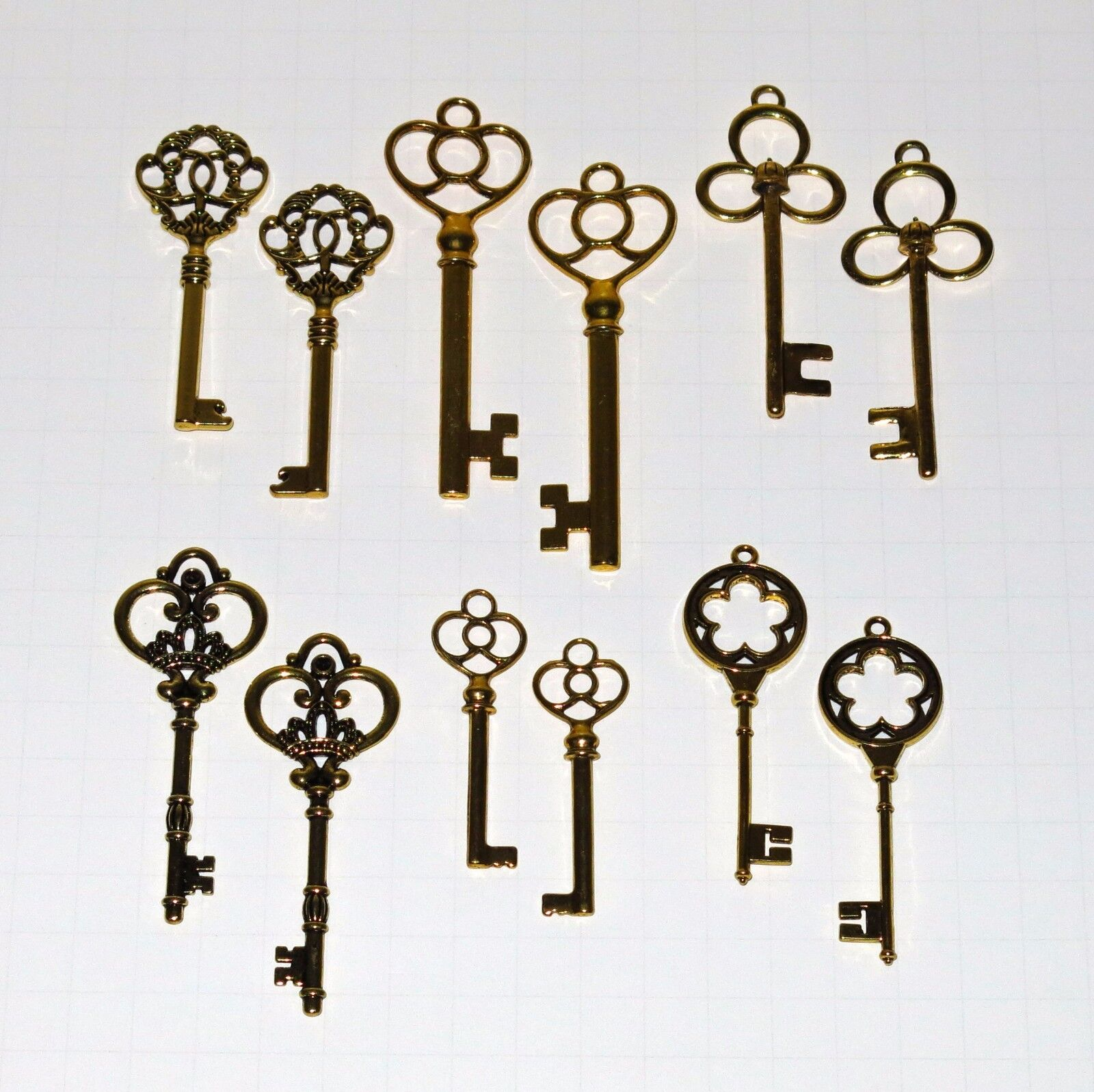 12 Antique Vtg old Style Large Gold Skeleton Keys Lot Victorian Gothic Fantasy