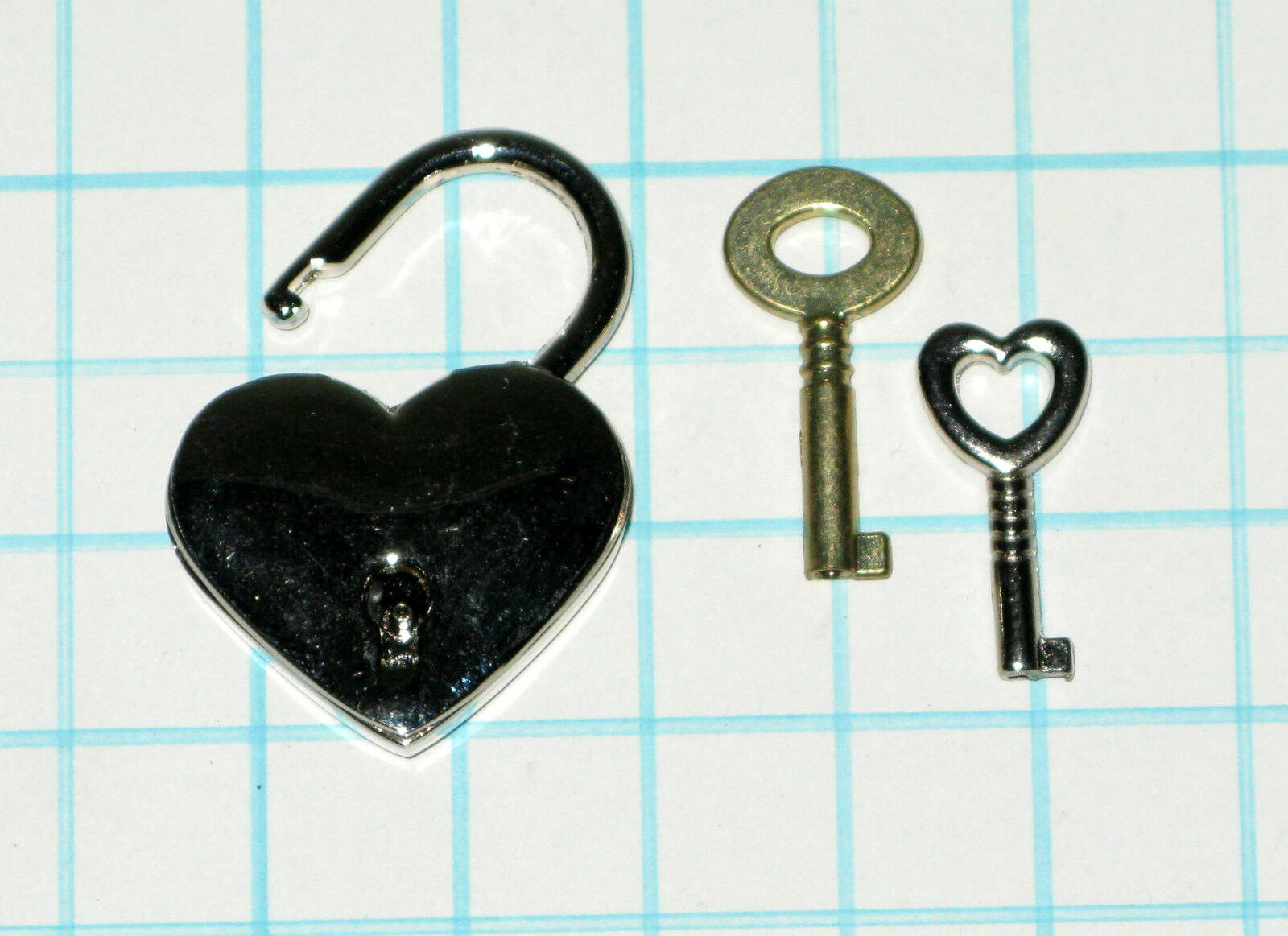 Antique Vtg old look Silver Heart Shaped Padlock & Skeleton Key Wedding Bow Lock