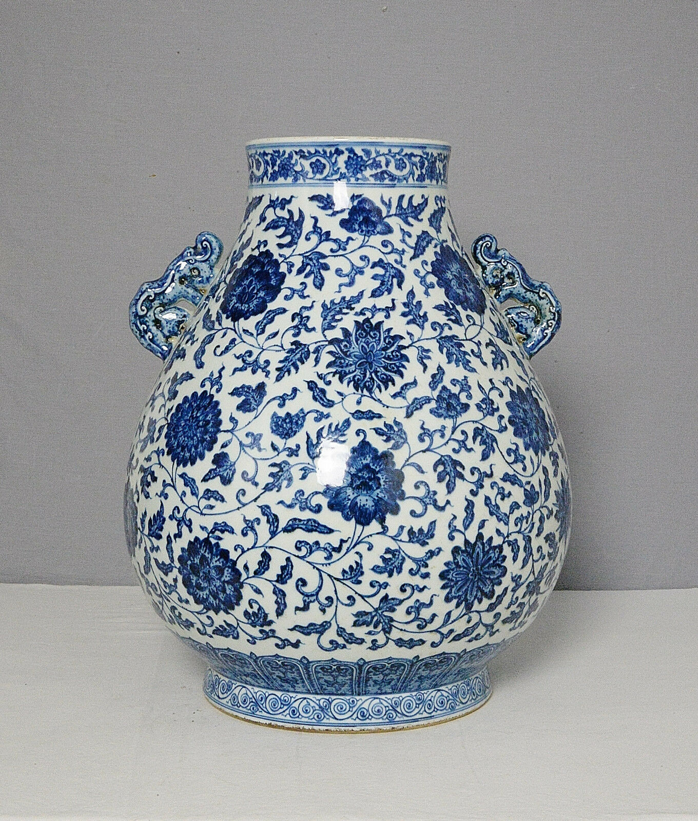 Large  Chinese  Blue and White  Porcelain  Pot     M1531