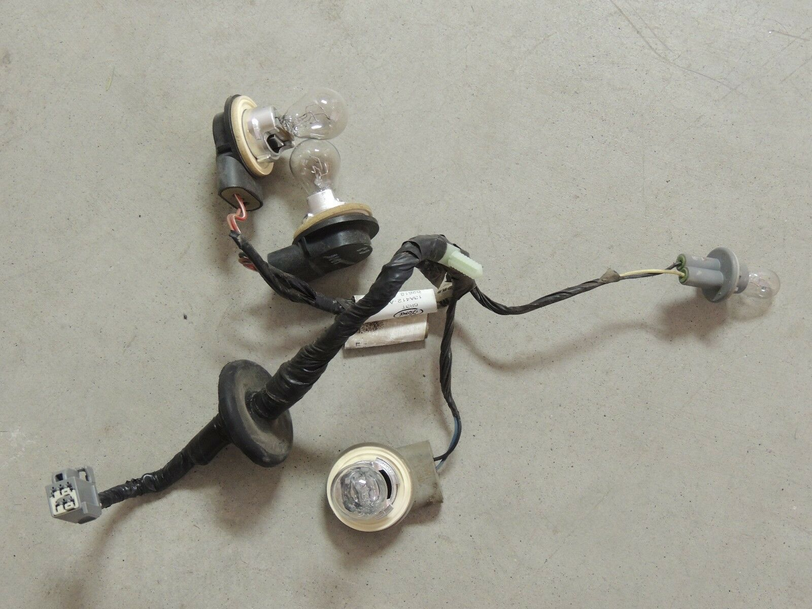 05-09 Ford Mustang tail light Wiring harness, bulb sockets oem plugs LH OR  1 of 1Only 1 available See More