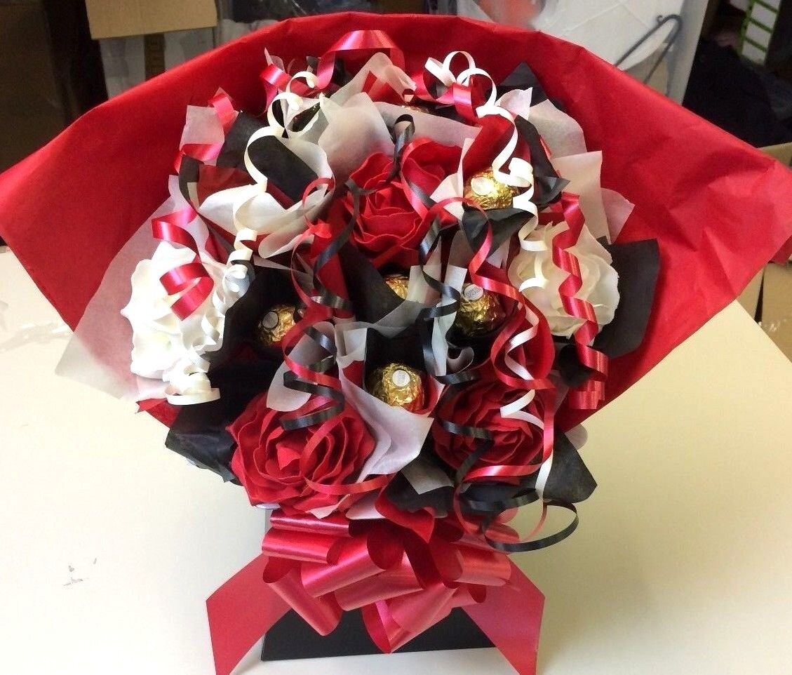 FERRERO ROCHER AND FLOWERS SWEET TREE BOUQUET 10 Chocolates In Red ...