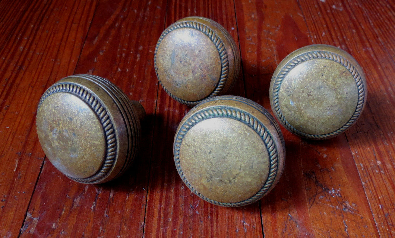 Set Of 4 Antique Brass Door Knobs - Nice