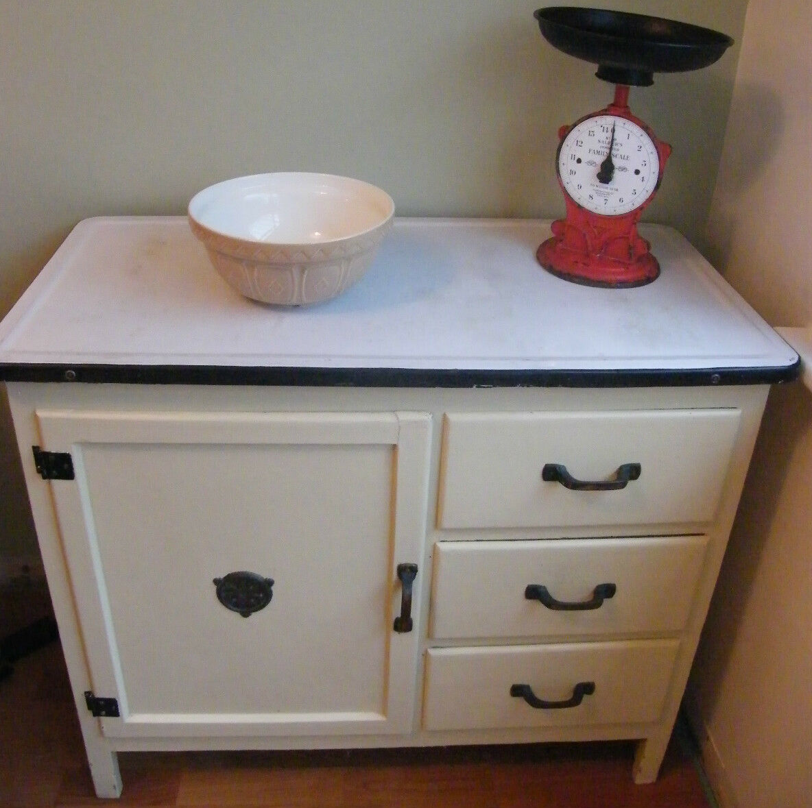 VINTAGE EMANEL TOP KITCHEN UINT CANINET CUPBOARD 30s 40s shabby CHIC