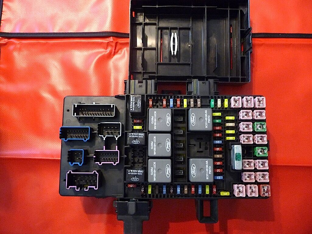 2003 06 Expedition Navigator Fuse Box For 2l1t 14a067 1 Of 1only Available