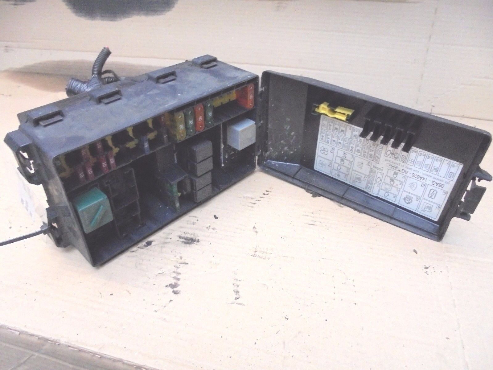 Ford Focus 1998 2001 Mk1 External Engine Bay Fuse Box 98ag 14a142ad 1 Of 1free Shipping
