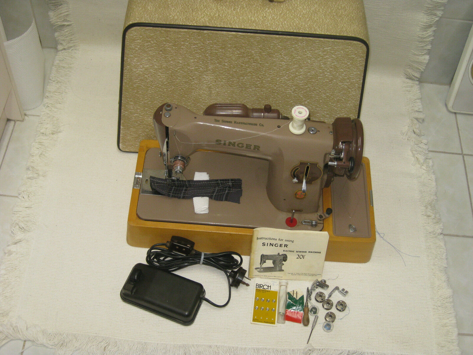 Original Singer 201 Electric Foot Pedal Sewing Machine With Wooden 99 K Threading Diagram 1 Of 11only Available