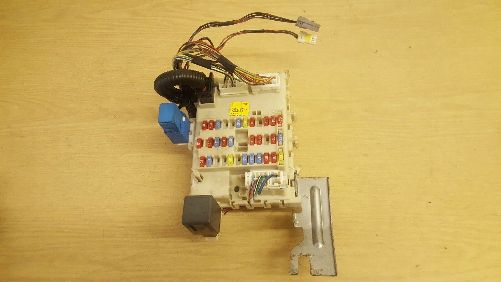 Nissan Almera Fuse Box 243505M310 1 of 3Only 1 available ...