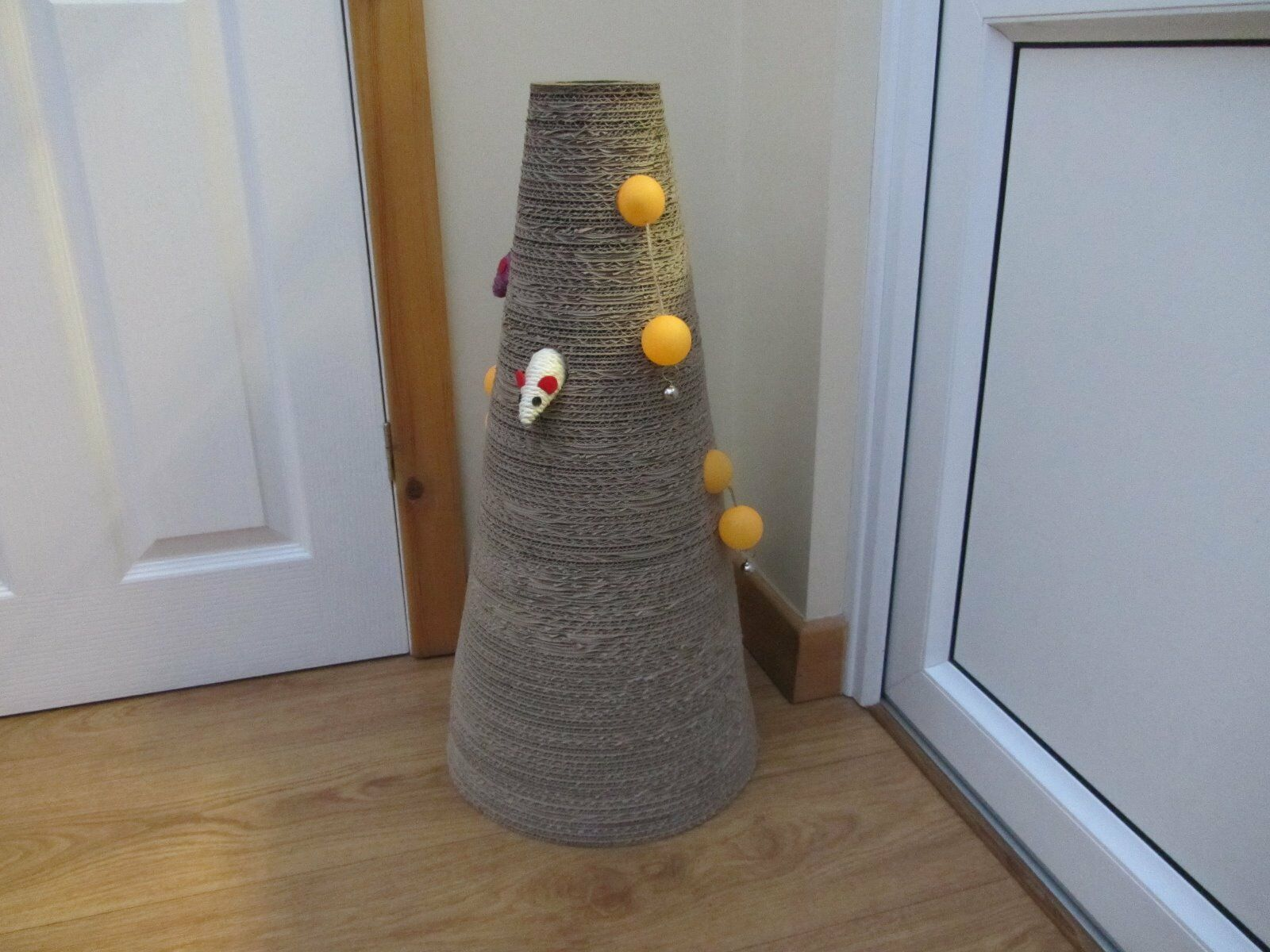 """26 """" Tall Cat cone Scratcher with moveable playballs/bells"""