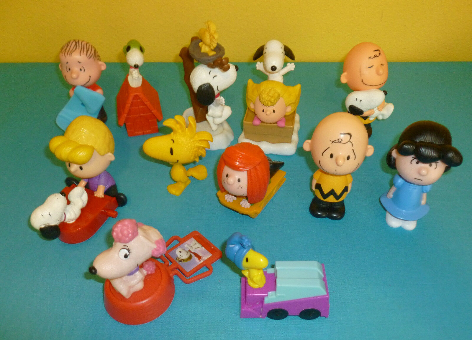 Toys From Mcdonald S Happy Meals : Mcdonald s happy meal toys the peanuts movie complete set