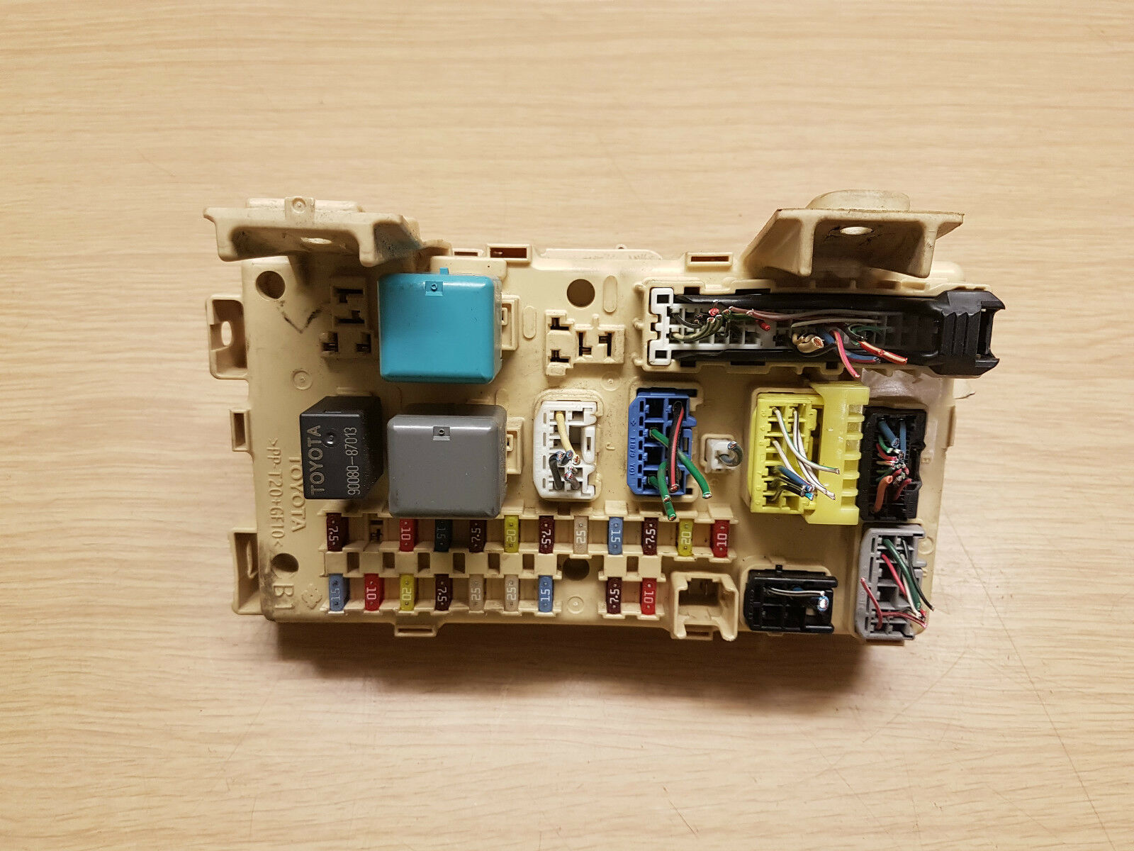 Toyota Avensis Relay Fuse Box 8264105070 3149 Picclick Uk 1 Of 4only Available