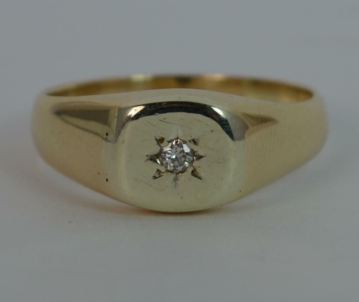 9 carat gold and signet ring p0468 163 195 00
