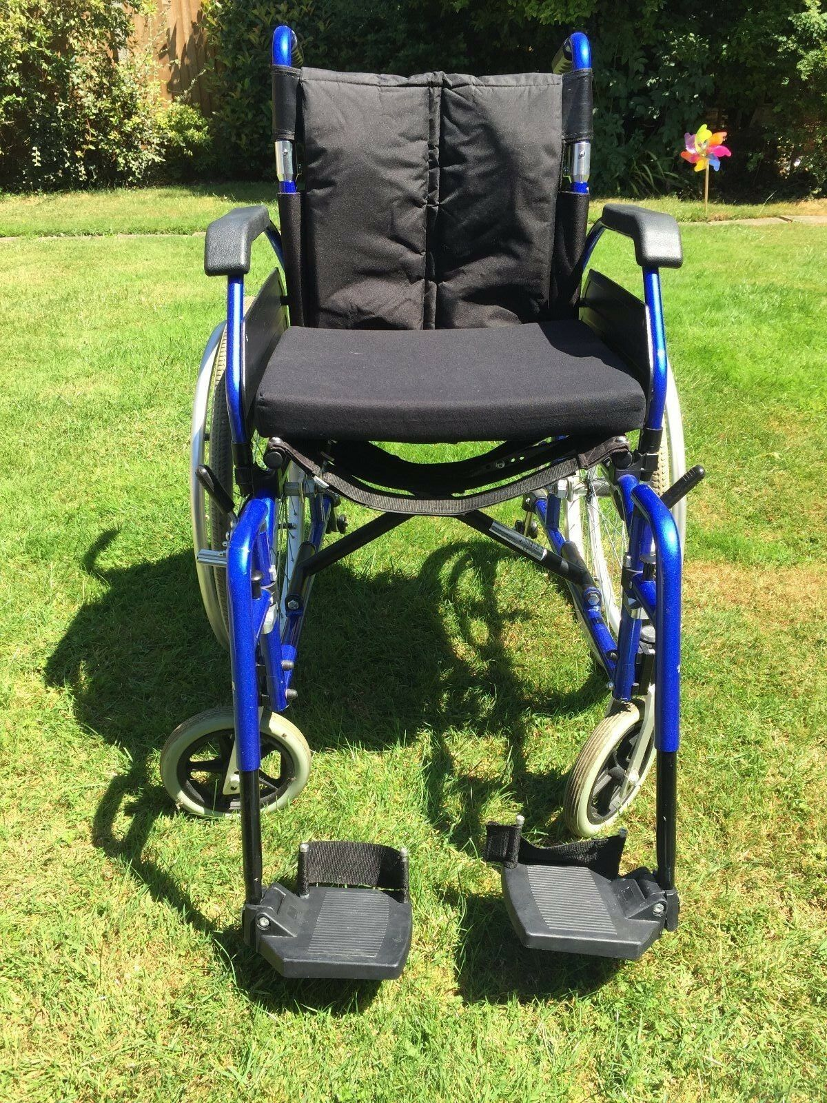 how to fold a drive wheelchair