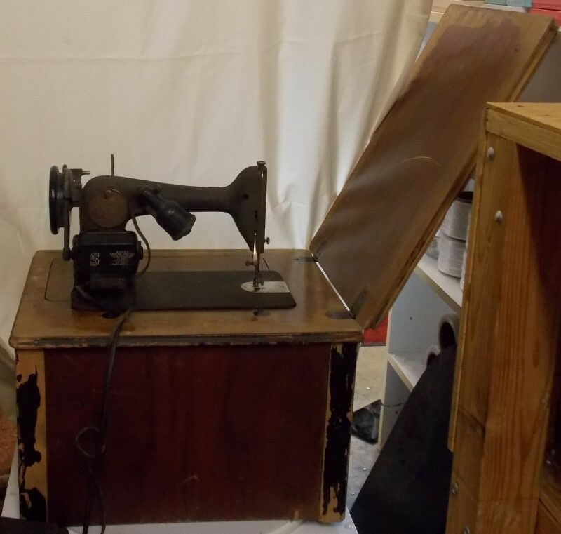 VINTAGE 40 SINGER Model 40 Electric Sewing Machine And Cabinet Unique Singer Sewing Machine 66