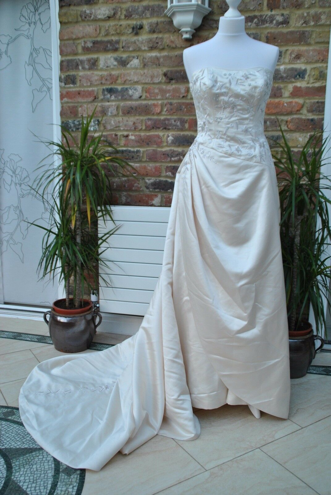 Maggie sottero designer wedding dress sample uk 10 49 for Maggie sottero ireland wedding dress