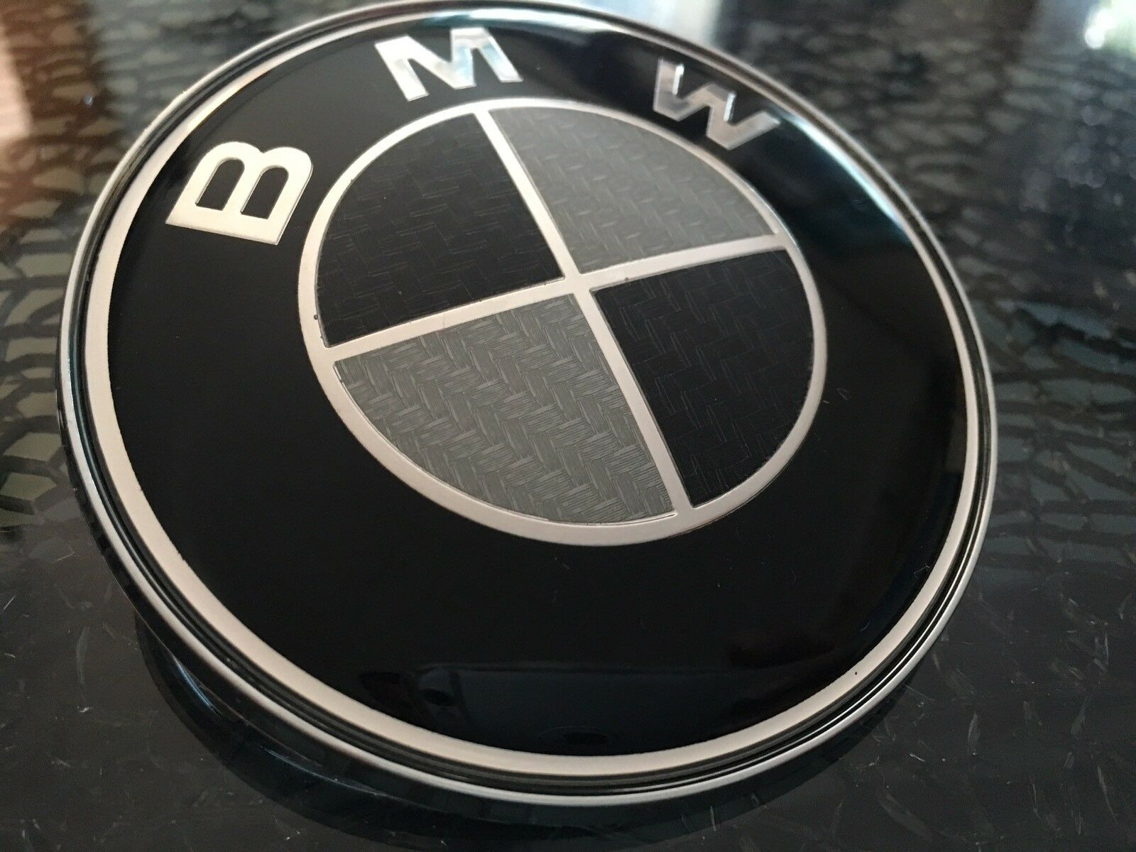 bmw emblem 82mm 2pin motorhaube heckklappe 3 5 6 7 logo. Black Bedroom Furniture Sets. Home Design Ideas
