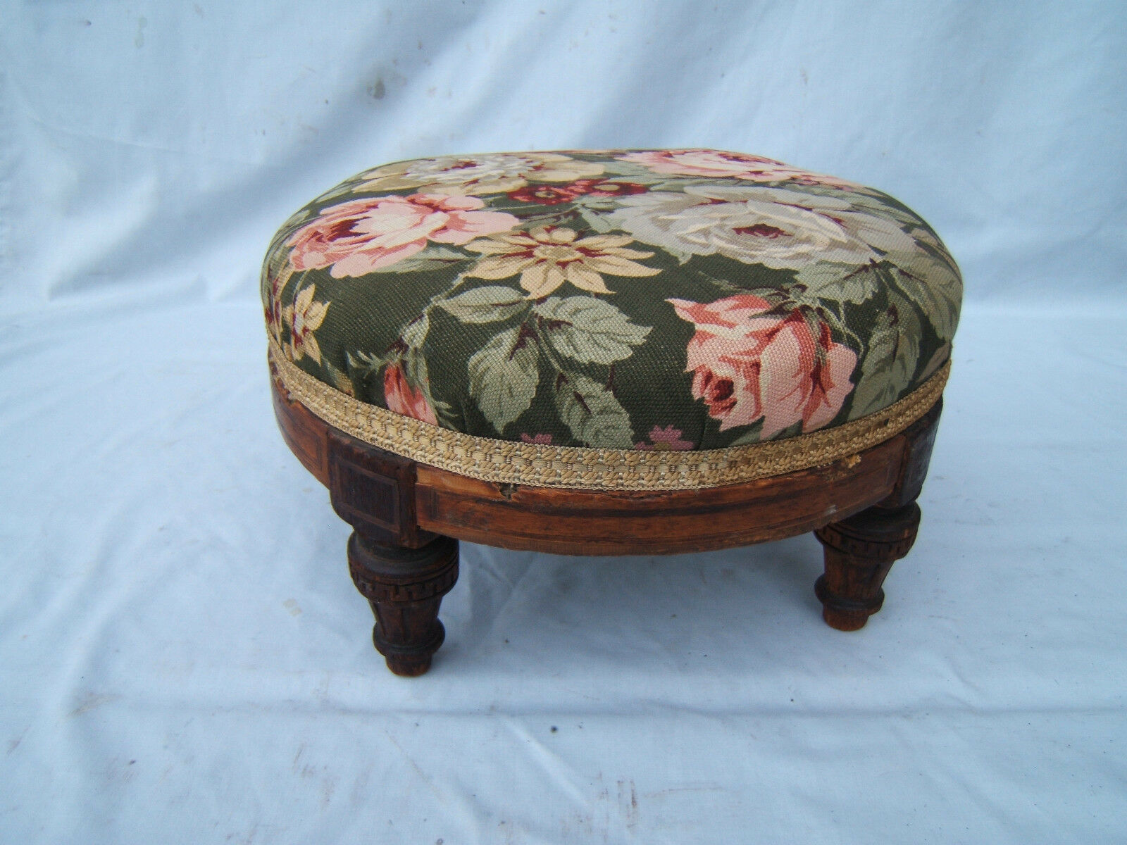 """vintage footstool low 7"""" nice used condition carved legs padding good  ref   FS1"""