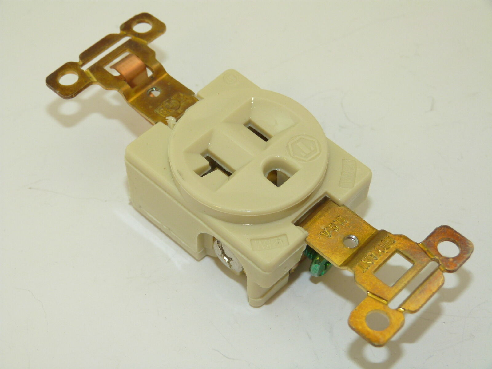 Sr20 I Receptacle Ivory 20a 125v Nema 5 20r 2p 3 Wire Grounding New Electrical 20 Amps 250v 6 Yga022f Ebay 1 Of 1only Available See More