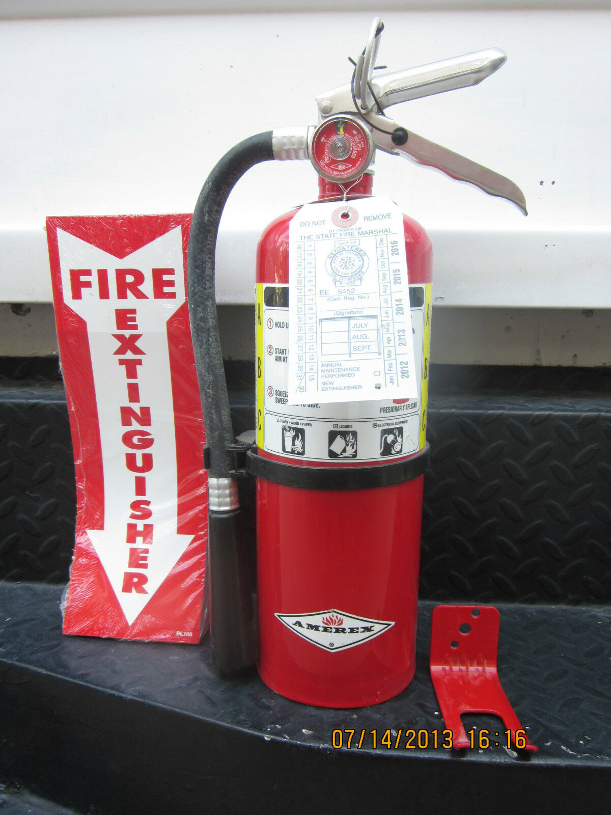 Quality 5lb Abc Fire Extinguisher W2018 Certification Tag Wall