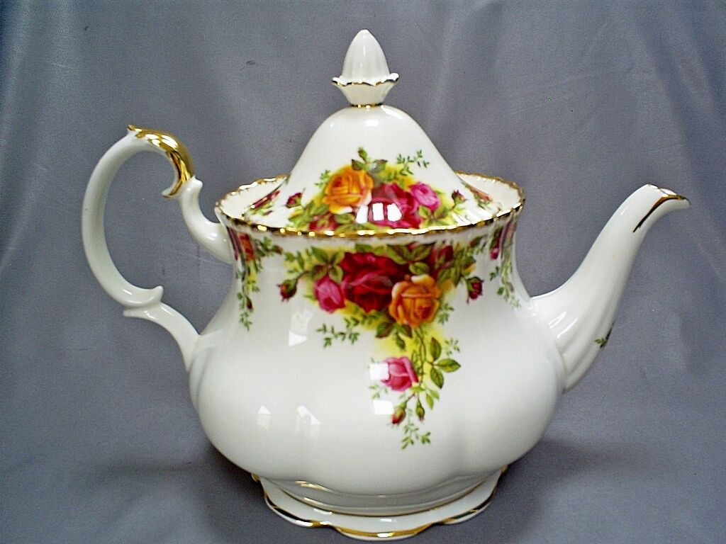 vintage royal albert england bone china old country roses 2 5 pint large tea pot eur 70 12. Black Bedroom Furniture Sets. Home Design Ideas