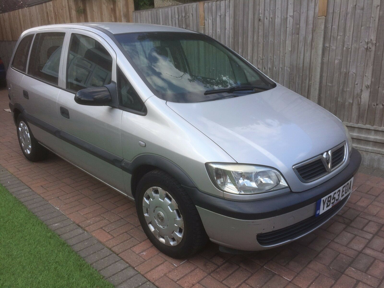 2003 vauxhall zafira 16v club auto silver lpg converted 7 seater picclick uk. Black Bedroom Furniture Sets. Home Design Ideas
