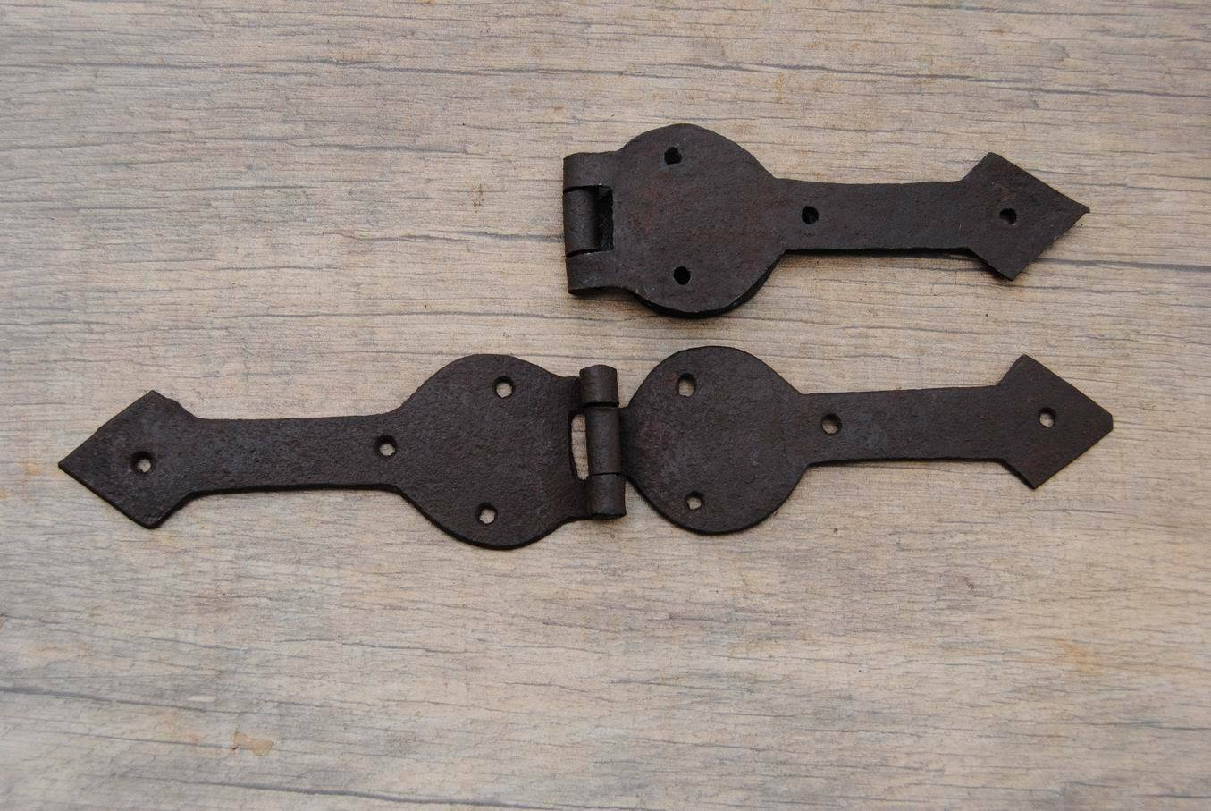 VINTAGE Iron handmade French Gothic gate door Hinges Pair Arrow head Barn Rusty
