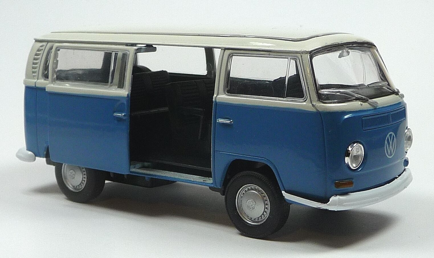 vw bus 1972 bulli t2 blau wei modellauto spritzguss 1. Black Bedroom Furniture Sets. Home Design Ideas