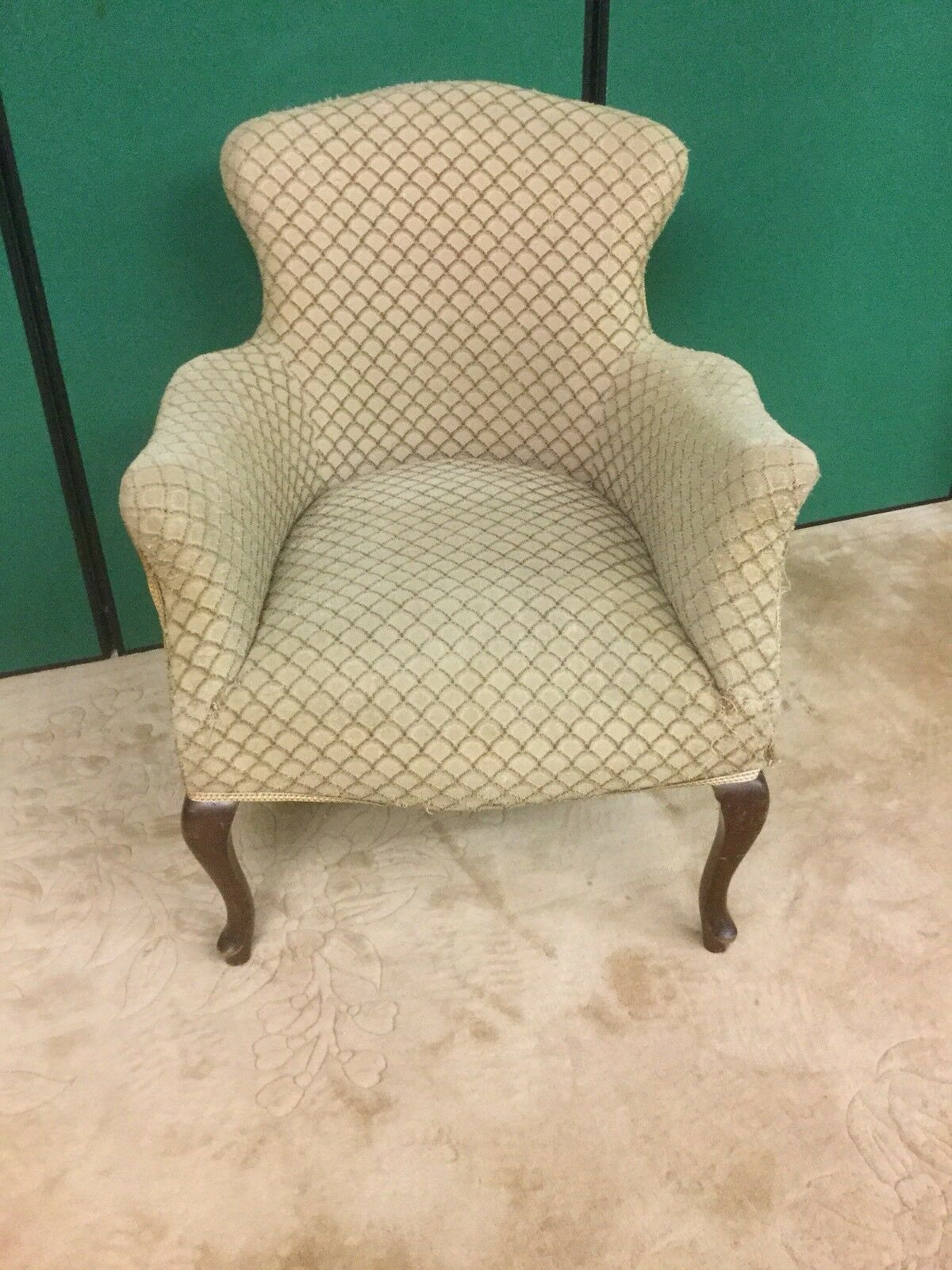 Antique georgian style upholstered arm chair for Styles of upholstered chairs