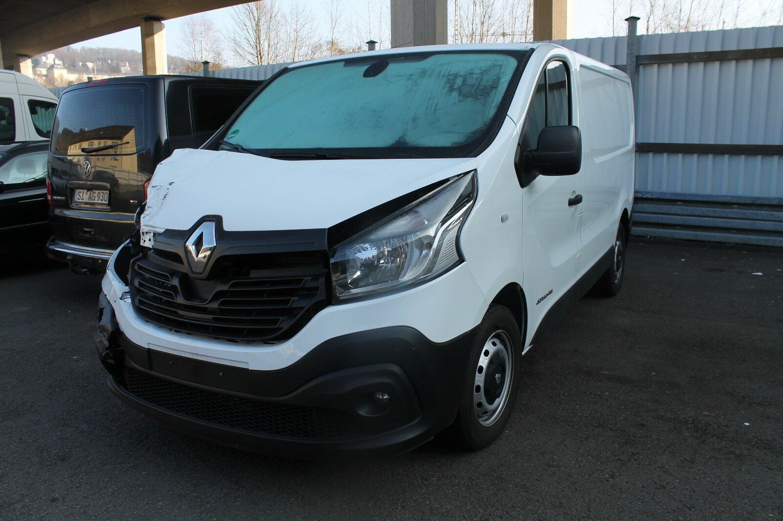 renault trafic bj 2016 unfallwagen 1 6 diesel euro 5 klima. Black Bedroom Furniture Sets. Home Design Ideas
