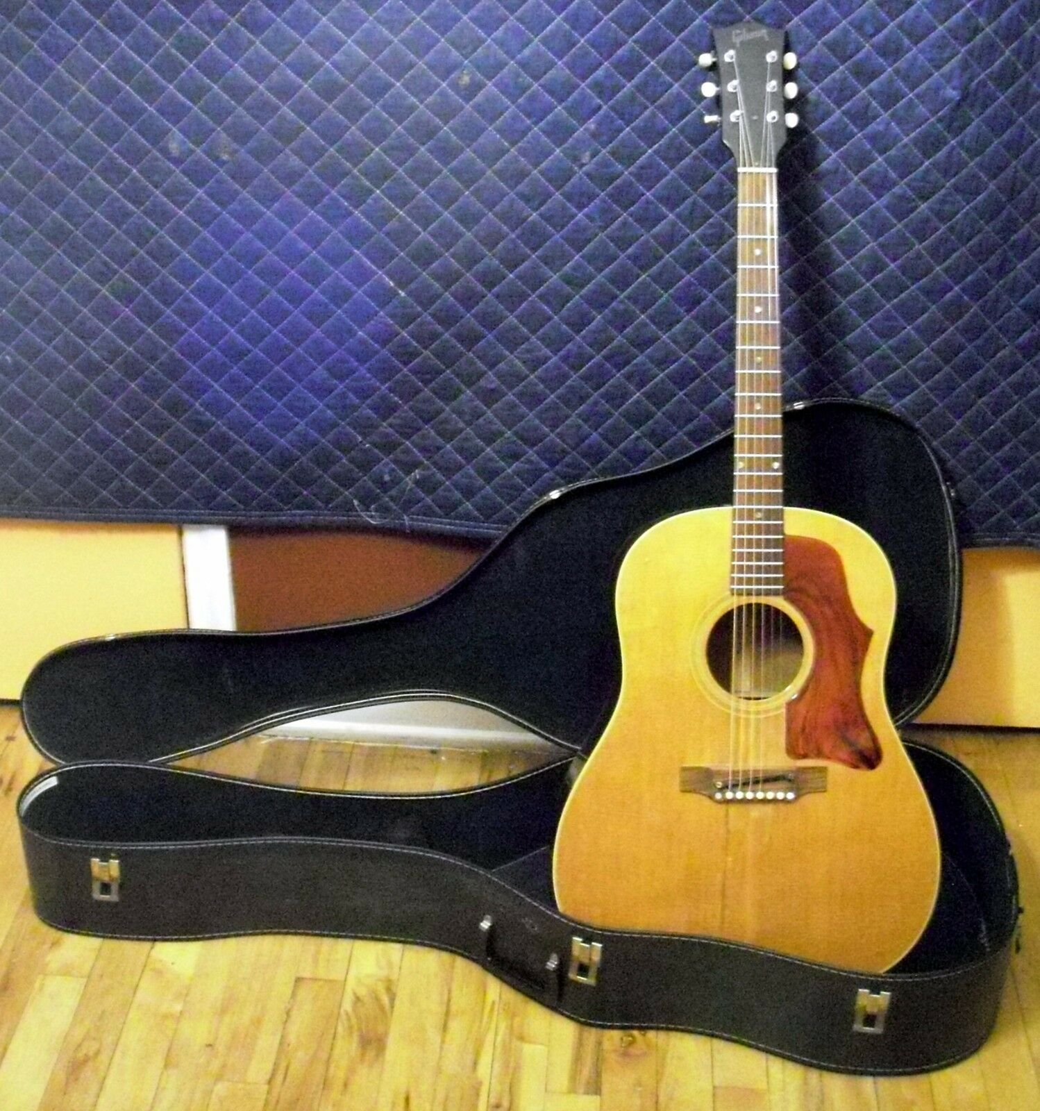 Late 1967 Early 1968 Gibson J50 ADJ Roundshoulder Dreadnought Acoustic Guitar