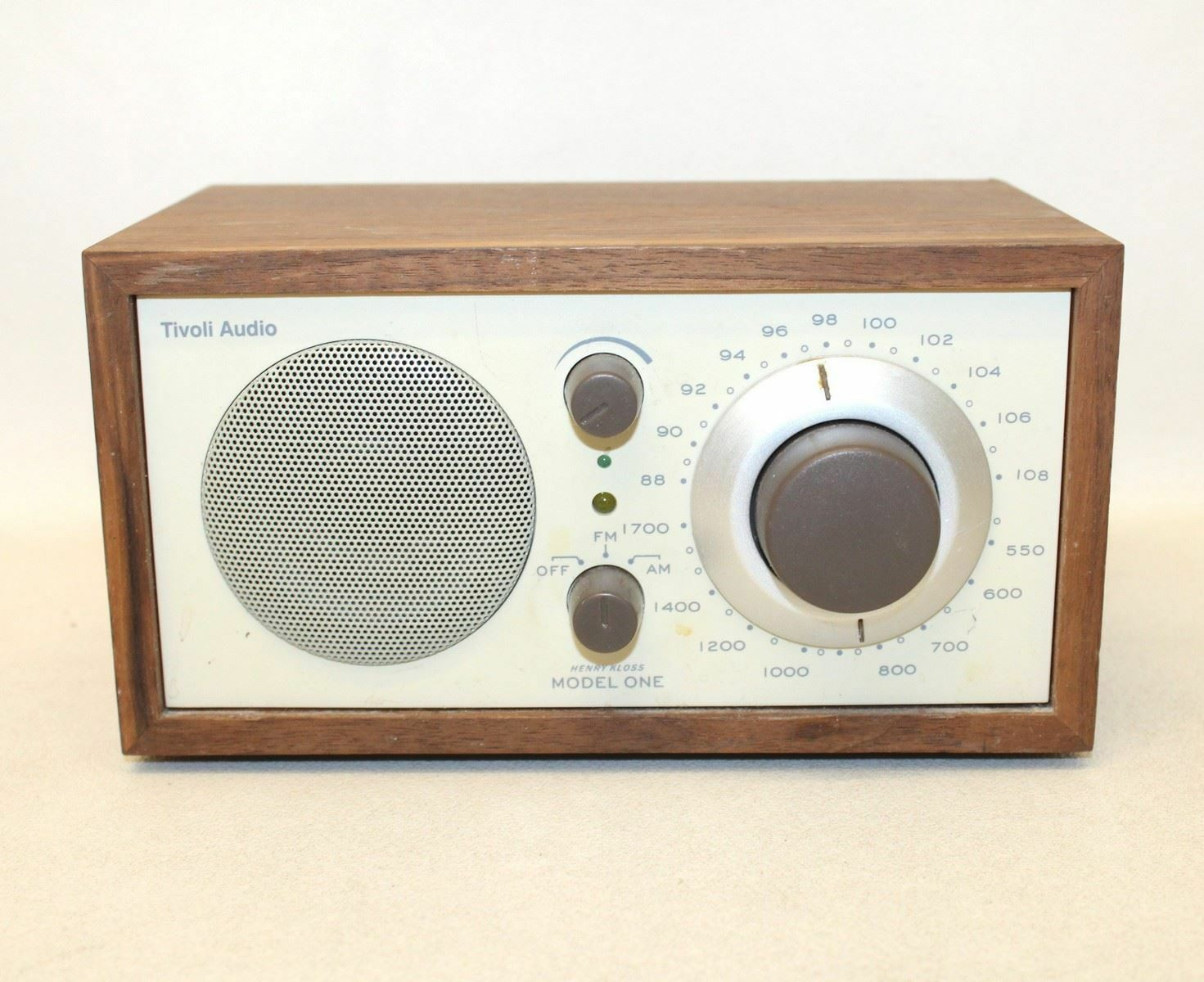 tivoli audio by henri kloss model one am fm wood cabinet table top radio picclick uk. Black Bedroom Furniture Sets. Home Design Ideas