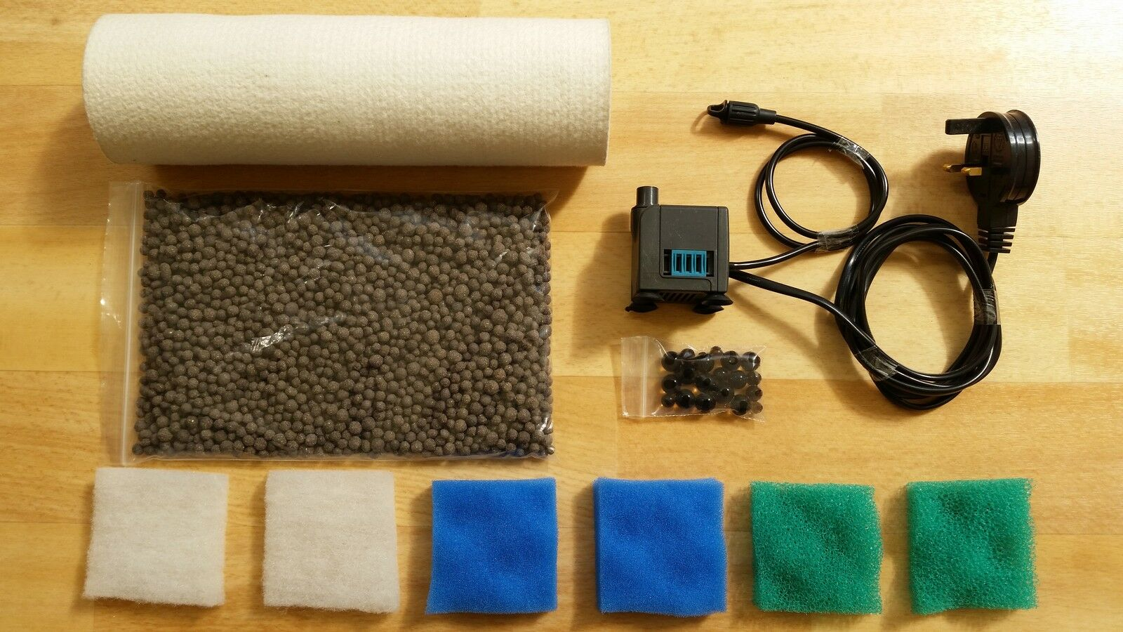 POLYESTER TUBE FILTER WITH 450 LITRE PER HOUR PUMP, FOAMS AND 500g BIOGRAVEL