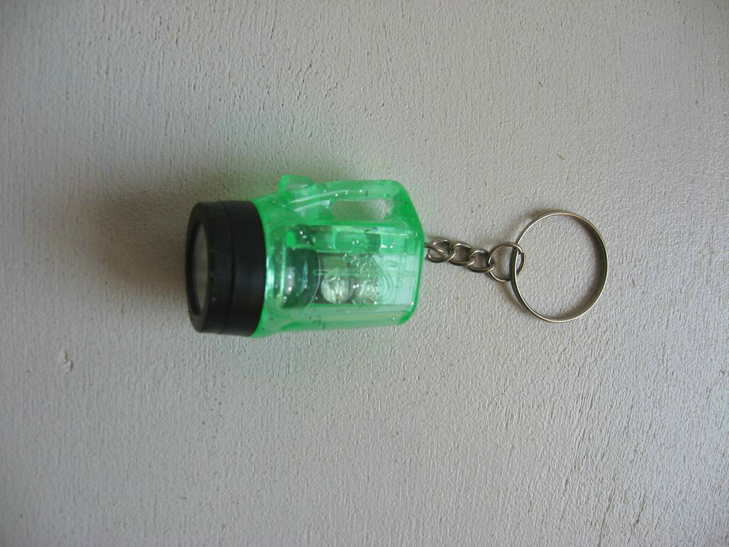 Porte cle petite lampe torche french keychains pc6 eur for Porte in french