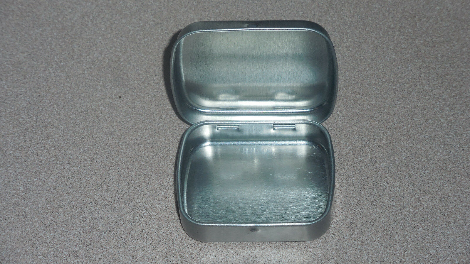 Small metal altoid box container with hinged lid cad 5 for Small tin containers