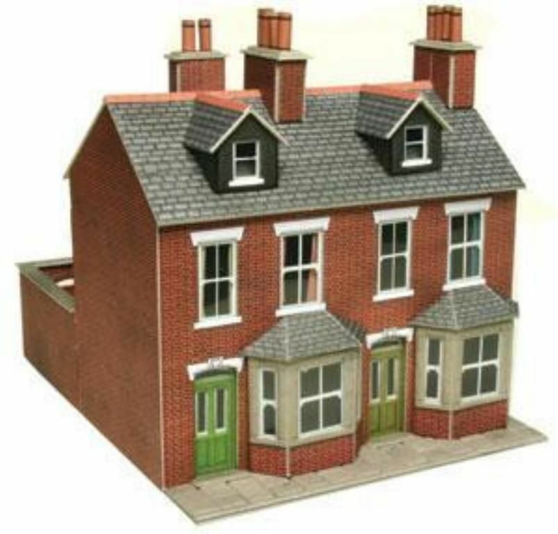 Metcalfe po261 terraced houses red brick oo ho gauge card for Brick kit homes