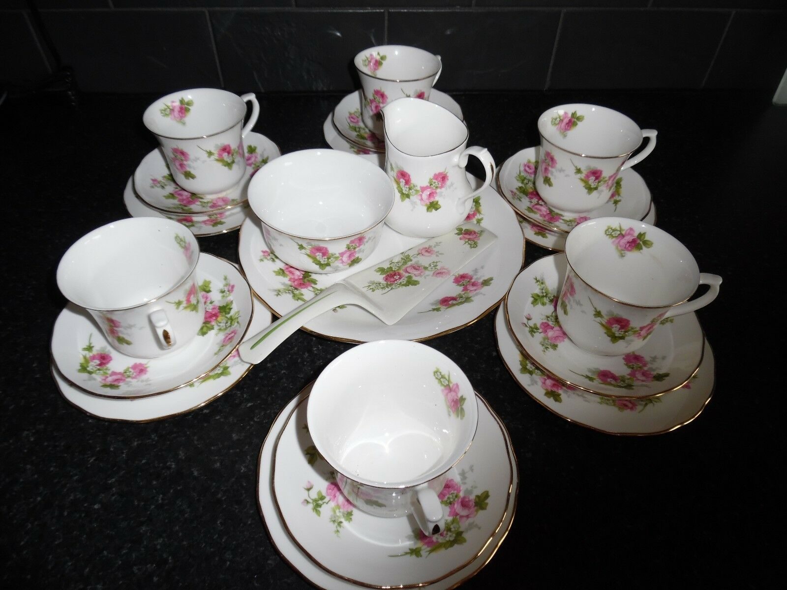 royal osborne pink rosebud bone china tea service 22 piece picclick uk. Black Bedroom Furniture Sets. Home Design Ideas