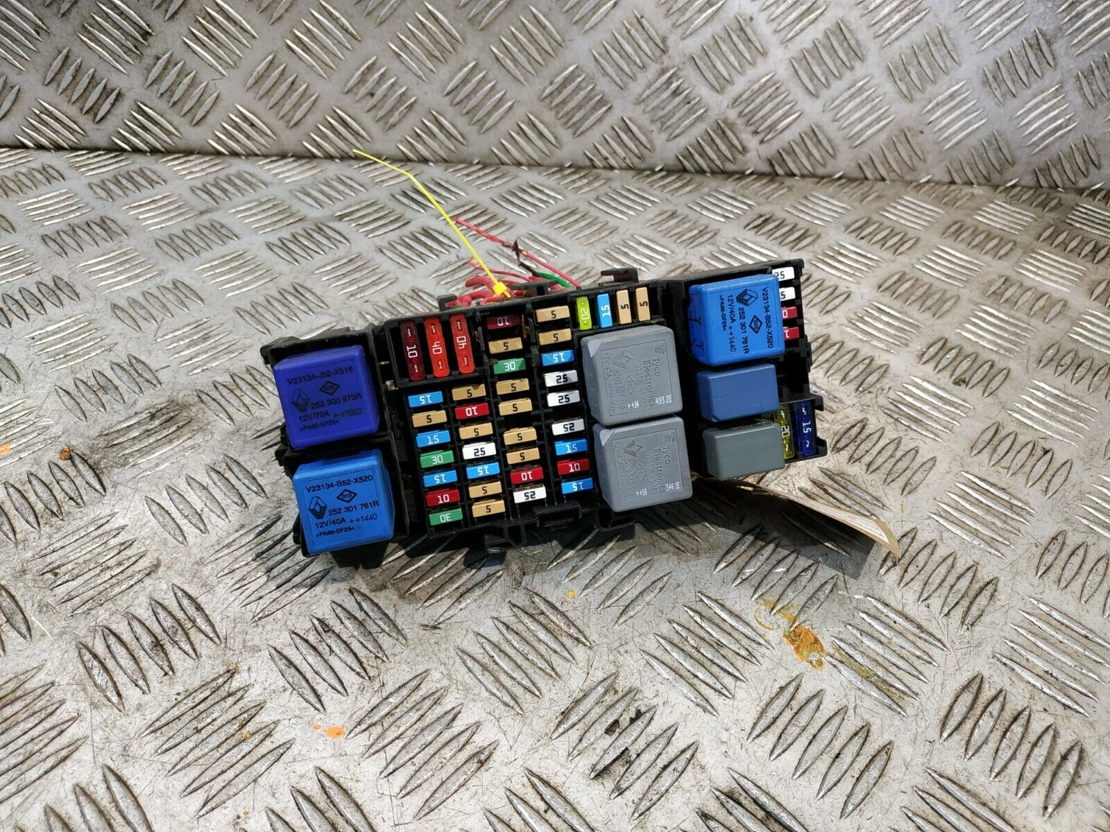 fuse box in renault trafic