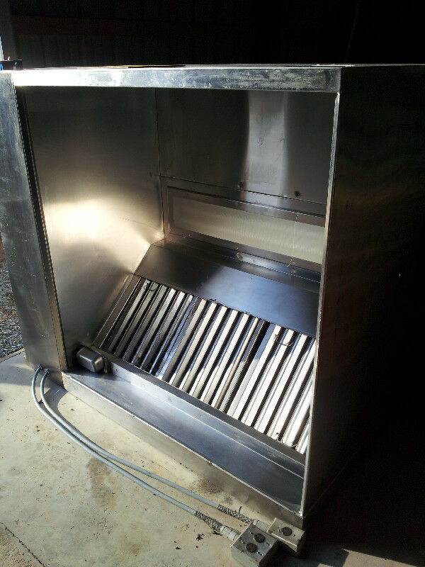Industrial exhaust hoods for fumes : Commercial grease exhaust hood with roof top fan
