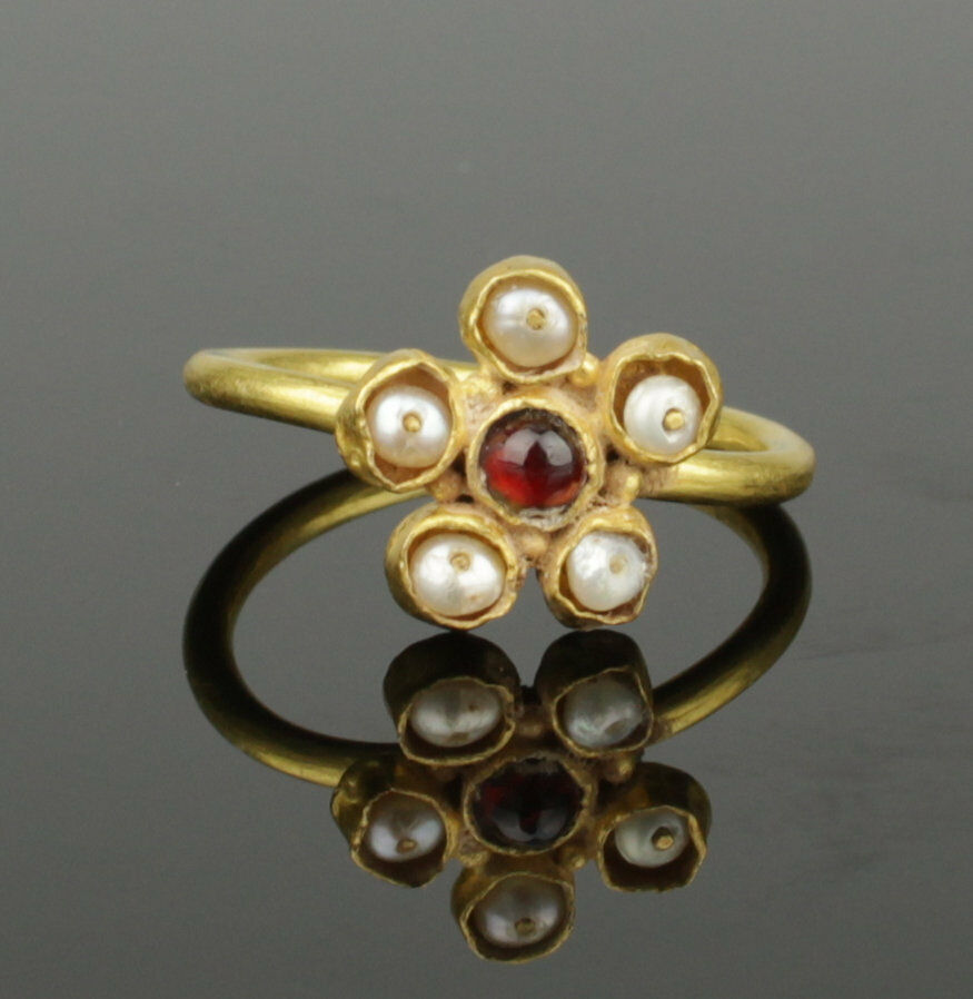 Beautiful Medieval Gold Ring With Pearls & Garnet - Circa 15Th Century