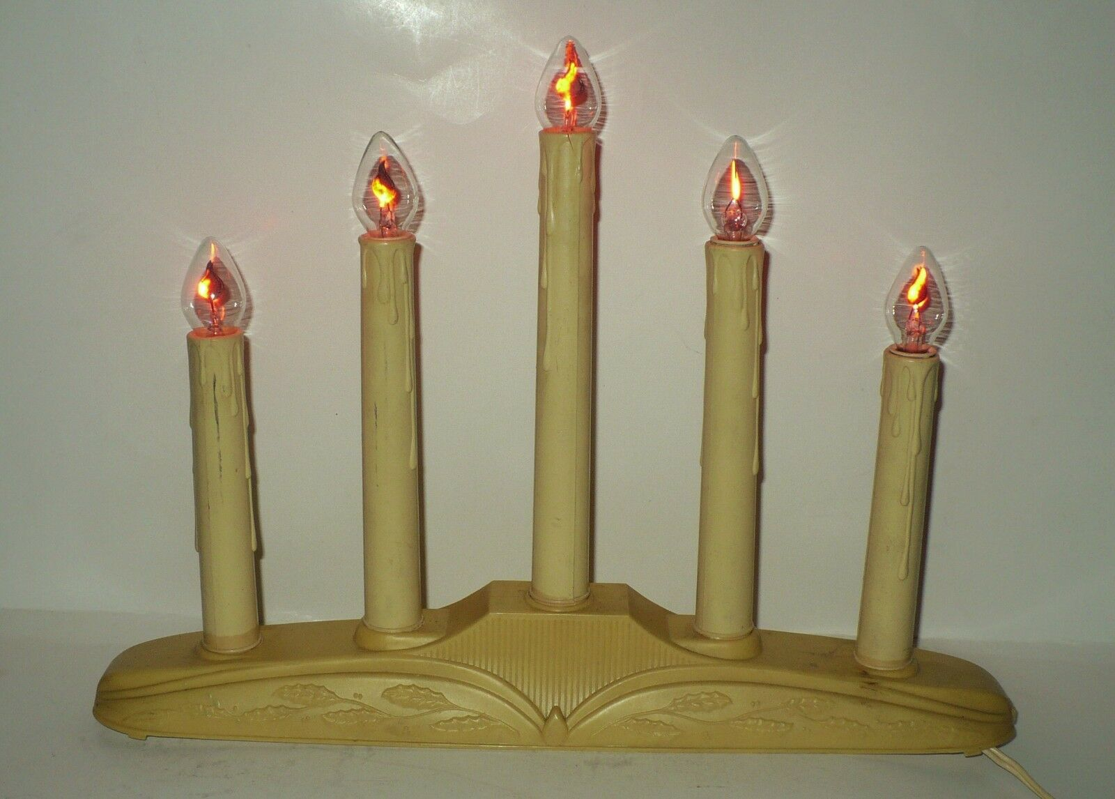 vintage christmas plastic 5 light electric candelabra with 5 flicker flame bulbs 1 of 4only 1 available vintage christmas plastic 5 light