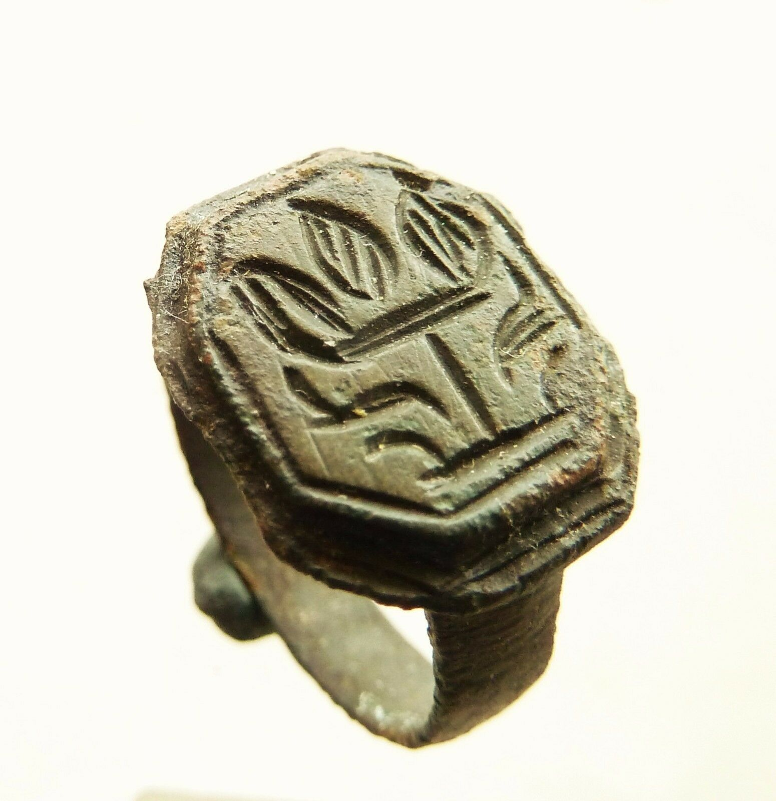 Post Medieval bronze seal-ring (590)