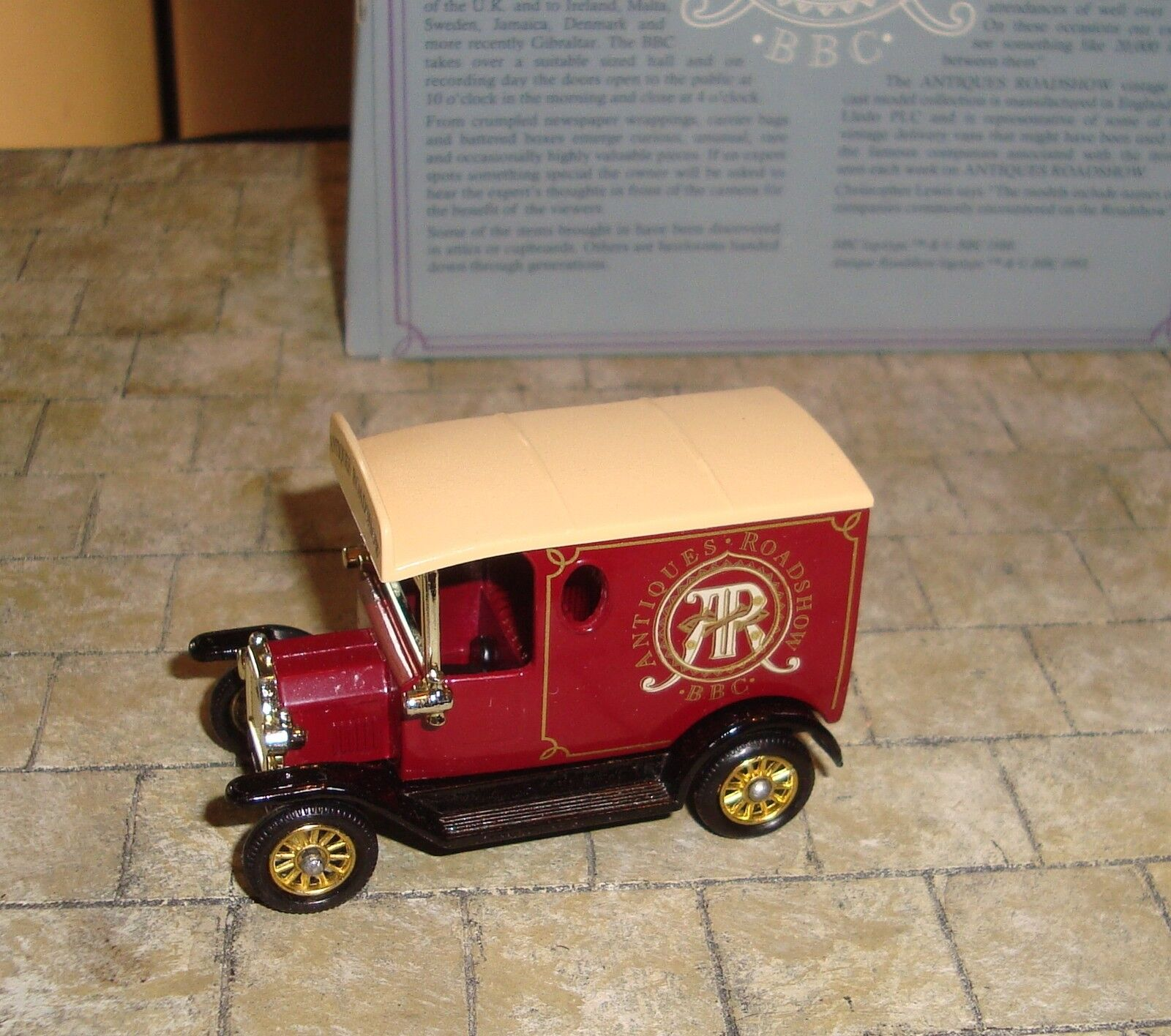 4f34e4db1e Lledo - Promo - 1920 Model T Ford Van - Bbc Antiques Roadshow - Mint   1  sur 4Seulement 1 disponible ...