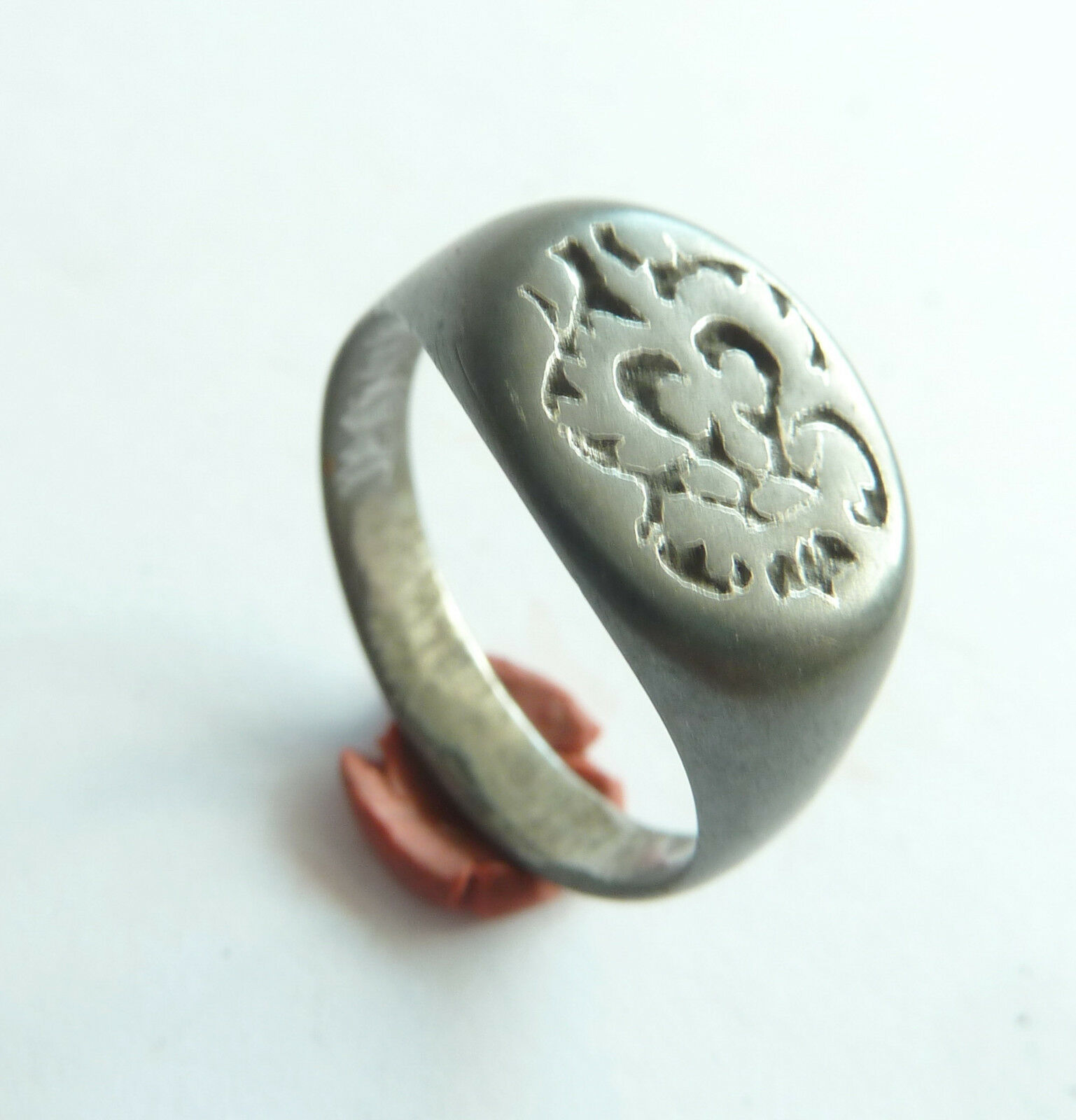 Post-medieval bronze seal-ring (395).