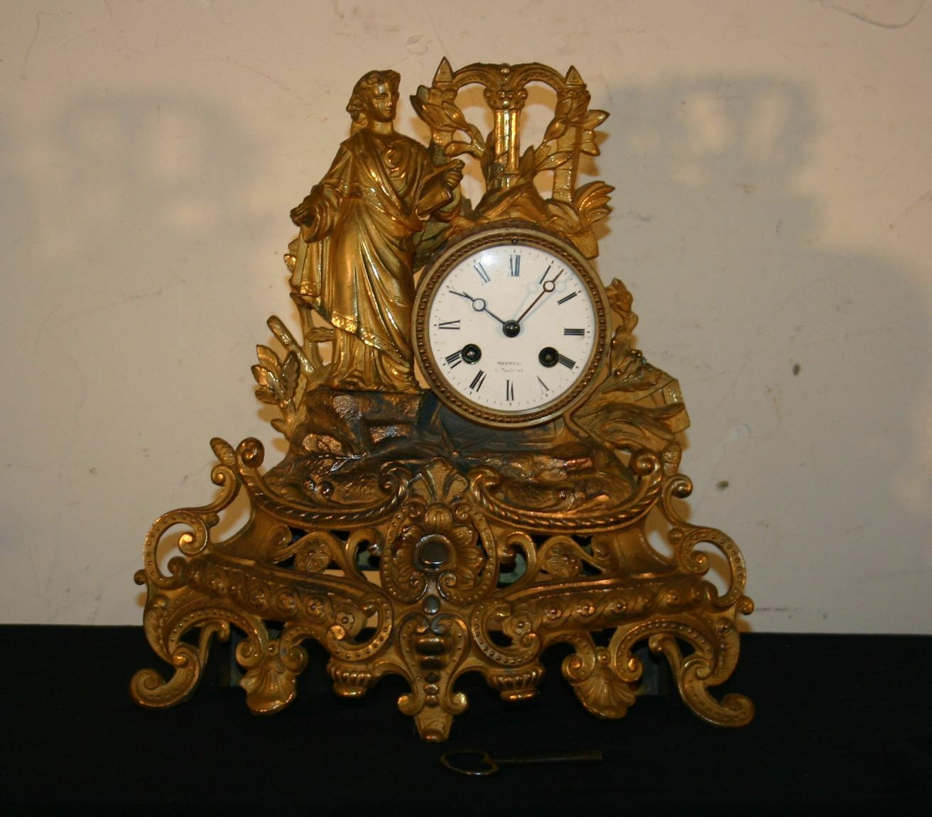 ancienne horloge pendule de cheminee 19eme bronze et metal femme scribe loi eur 120 00. Black Bedroom Furniture Sets. Home Design Ideas