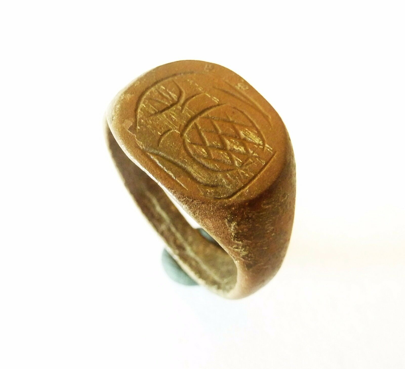 Post-medieval bronze seal-ring (601).