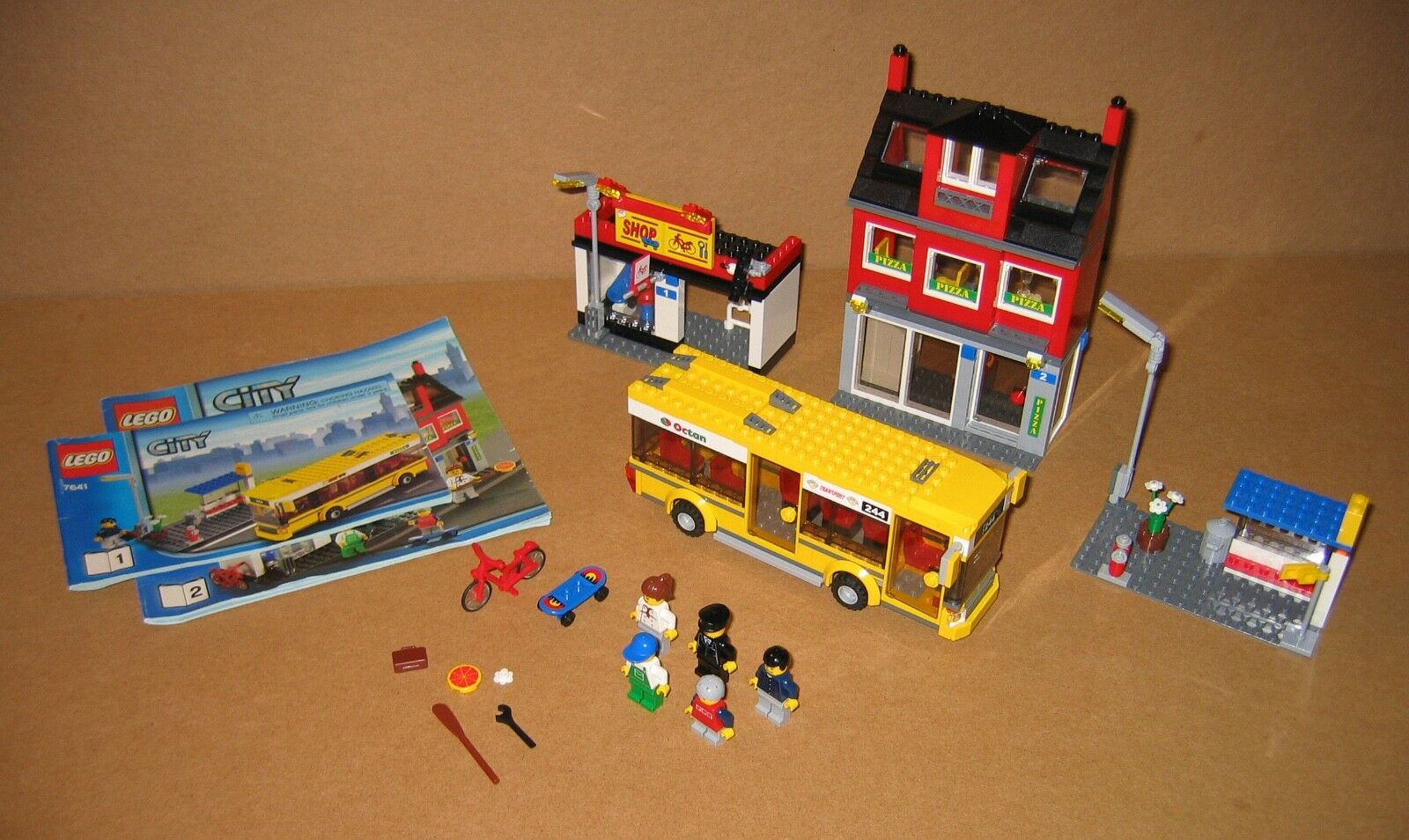 7641 Lego City Corner 100 Complete W Instructions Ex Cond 2009